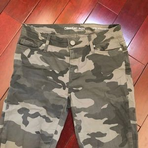 NWOT* Calvin Klein Camouflage Skinny Jeans size 26